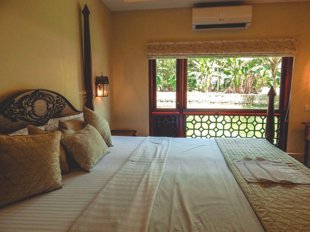 Kerala Houseboat interior room